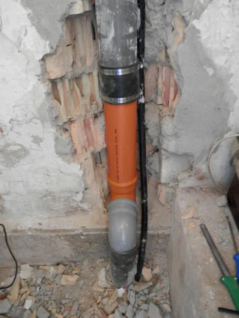 PVC 110-es szennyv�zcs� szerel�s, r�szleges kiv�lt�s - Farkas P�ter v�zvezet�k szerel�